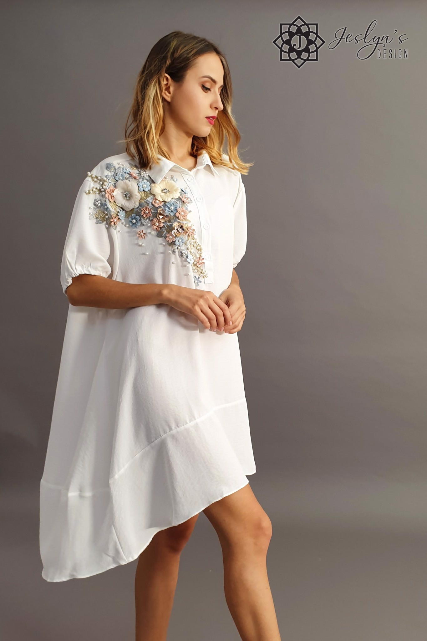 White shirt dress with 3D flowers D51J