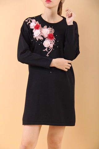 Flowers and pearls black shift dress
