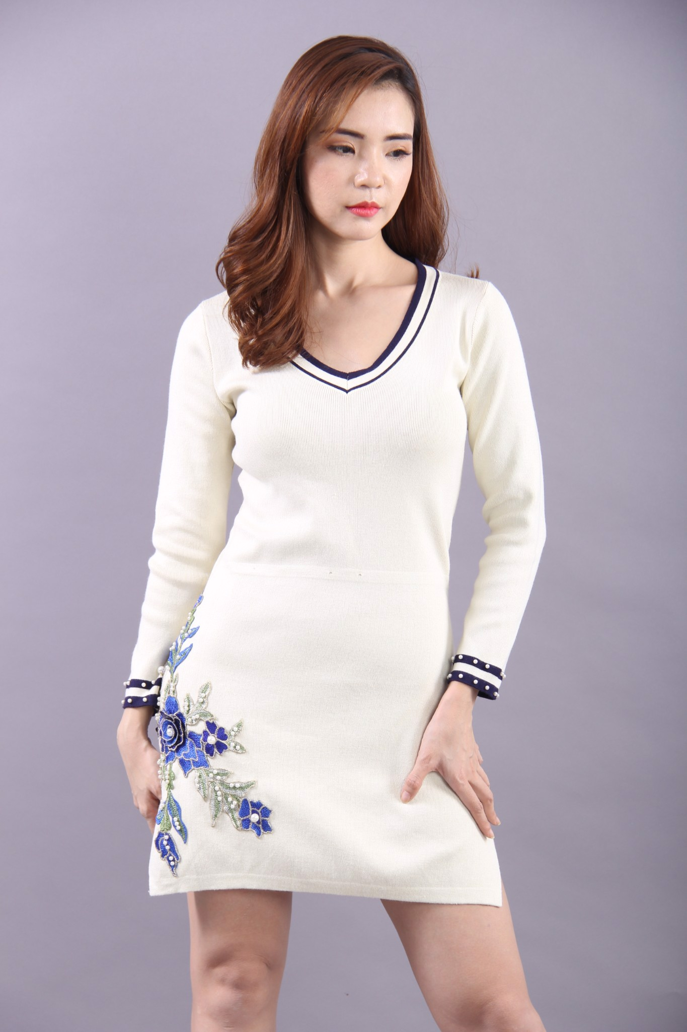 Embroided Begonia white long sleeves mini dress