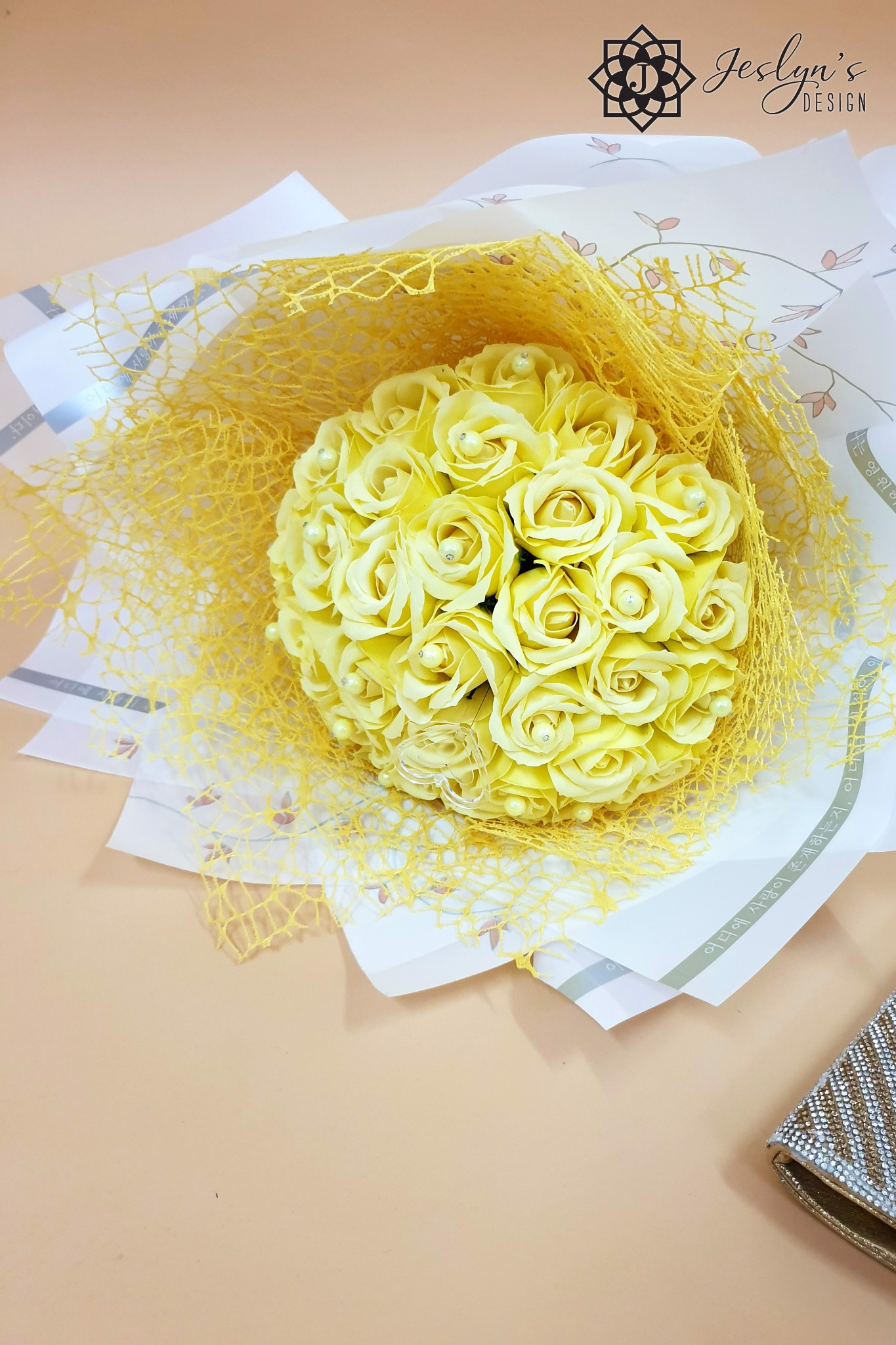 Yellow roses bouquet F06J