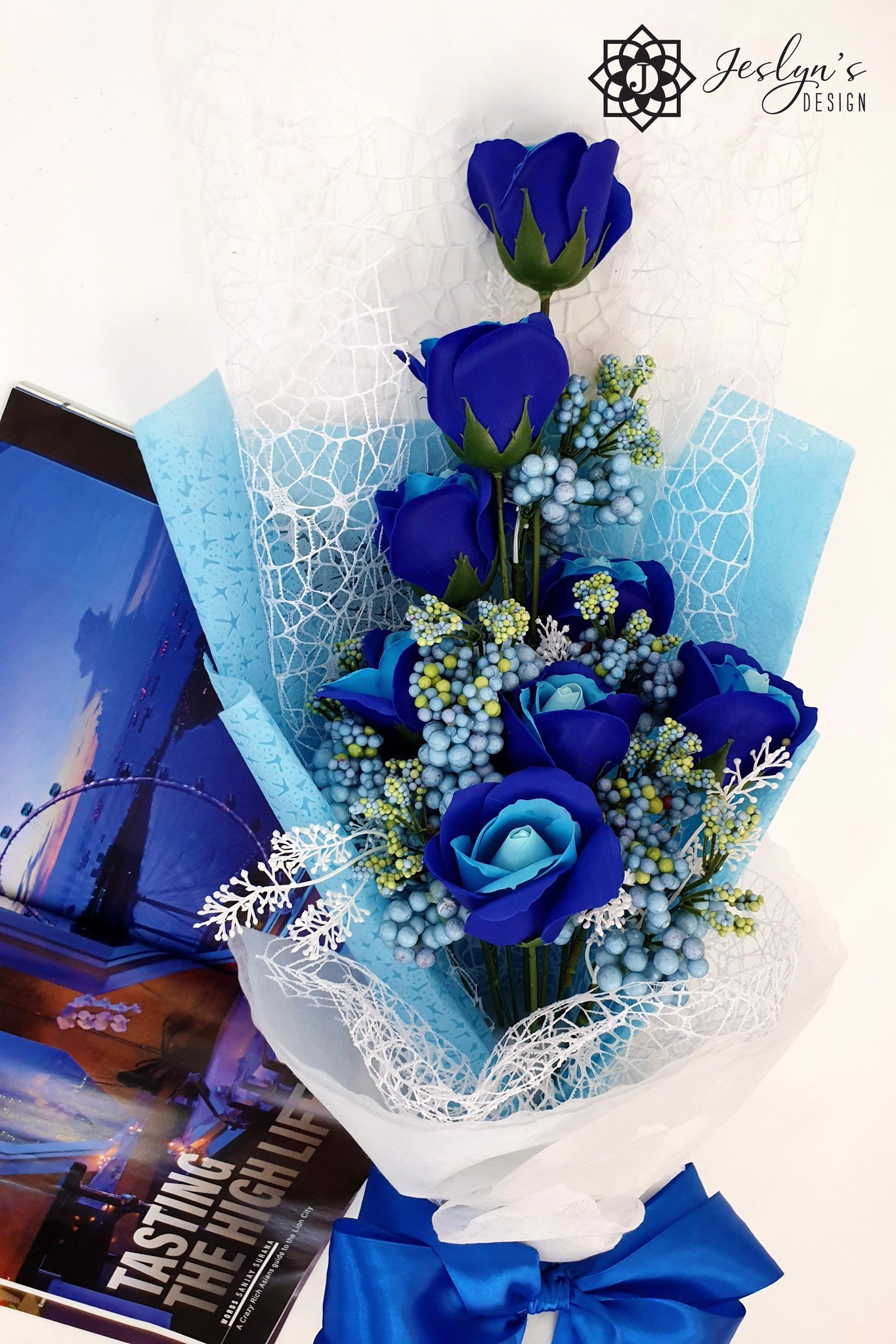 Blue soap rose bouquet F08J