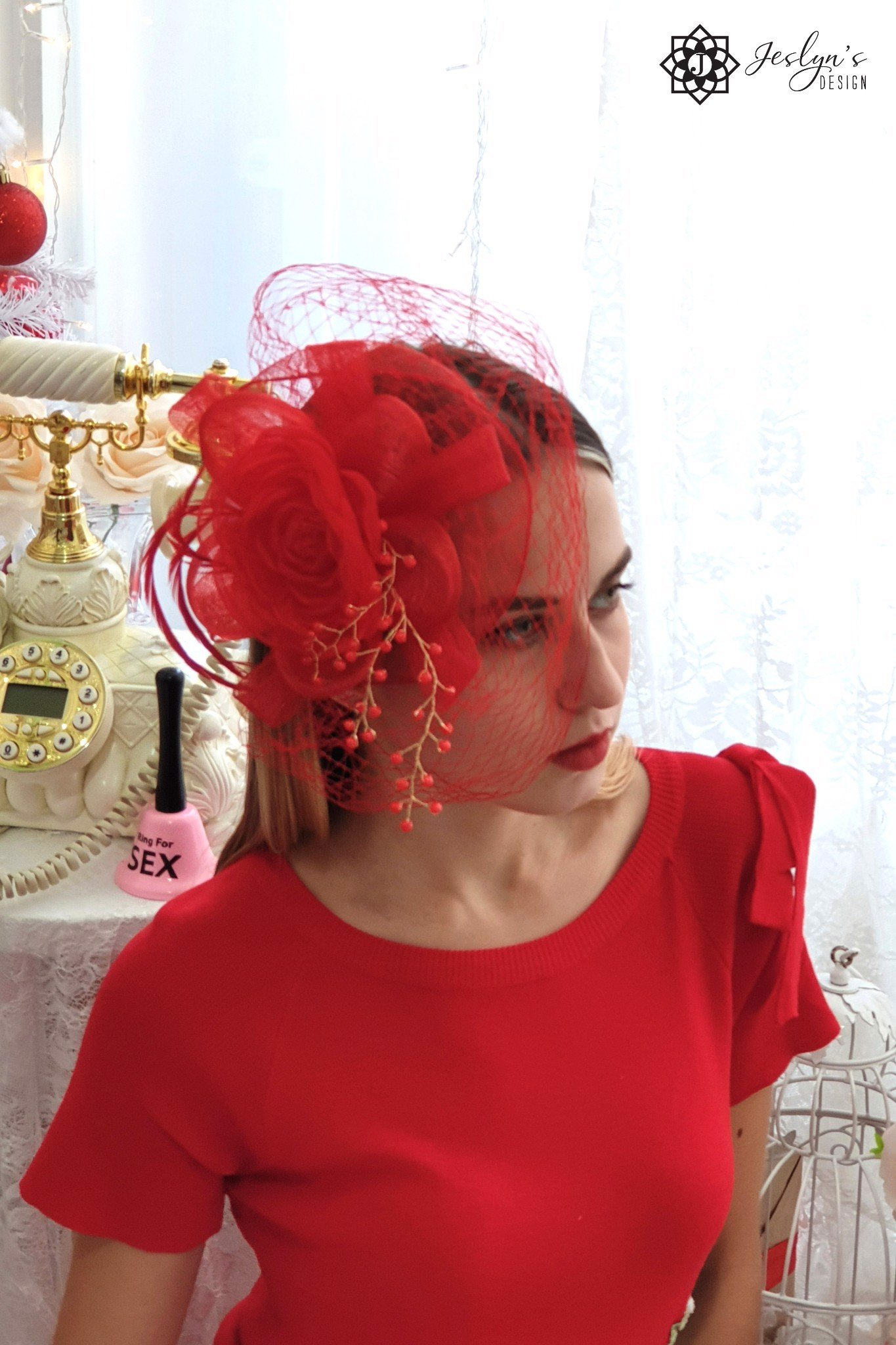 Red fascinator hat H02J