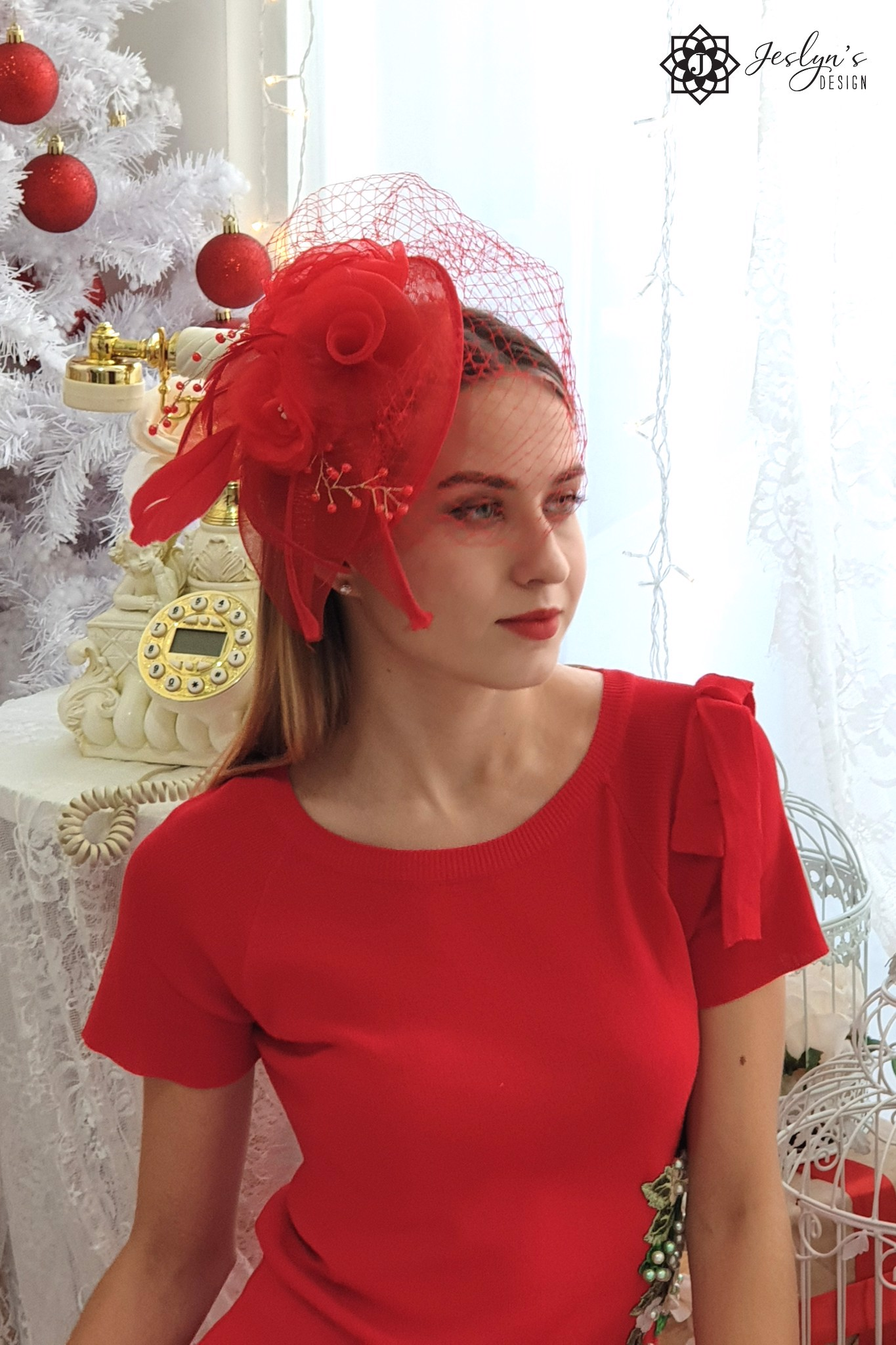 Red fascinator hat H03J