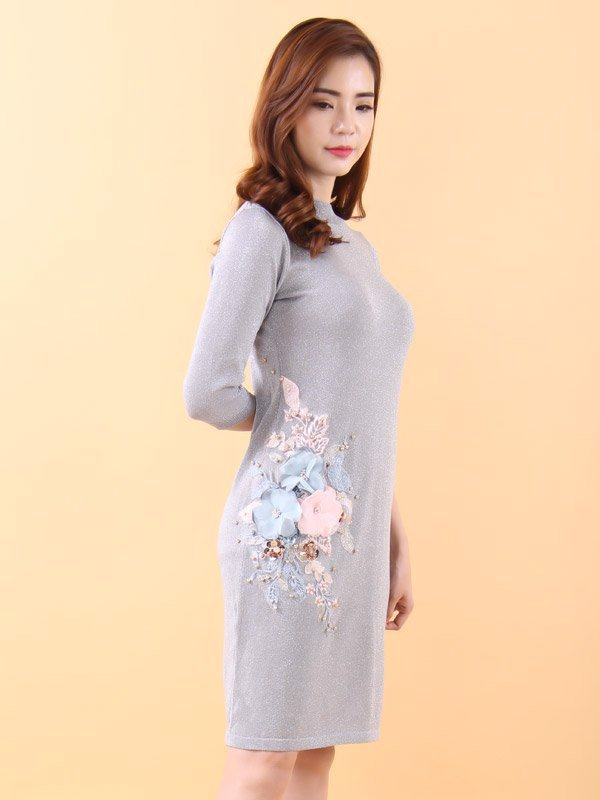 Big fabric flowers and pearls silver midi dress