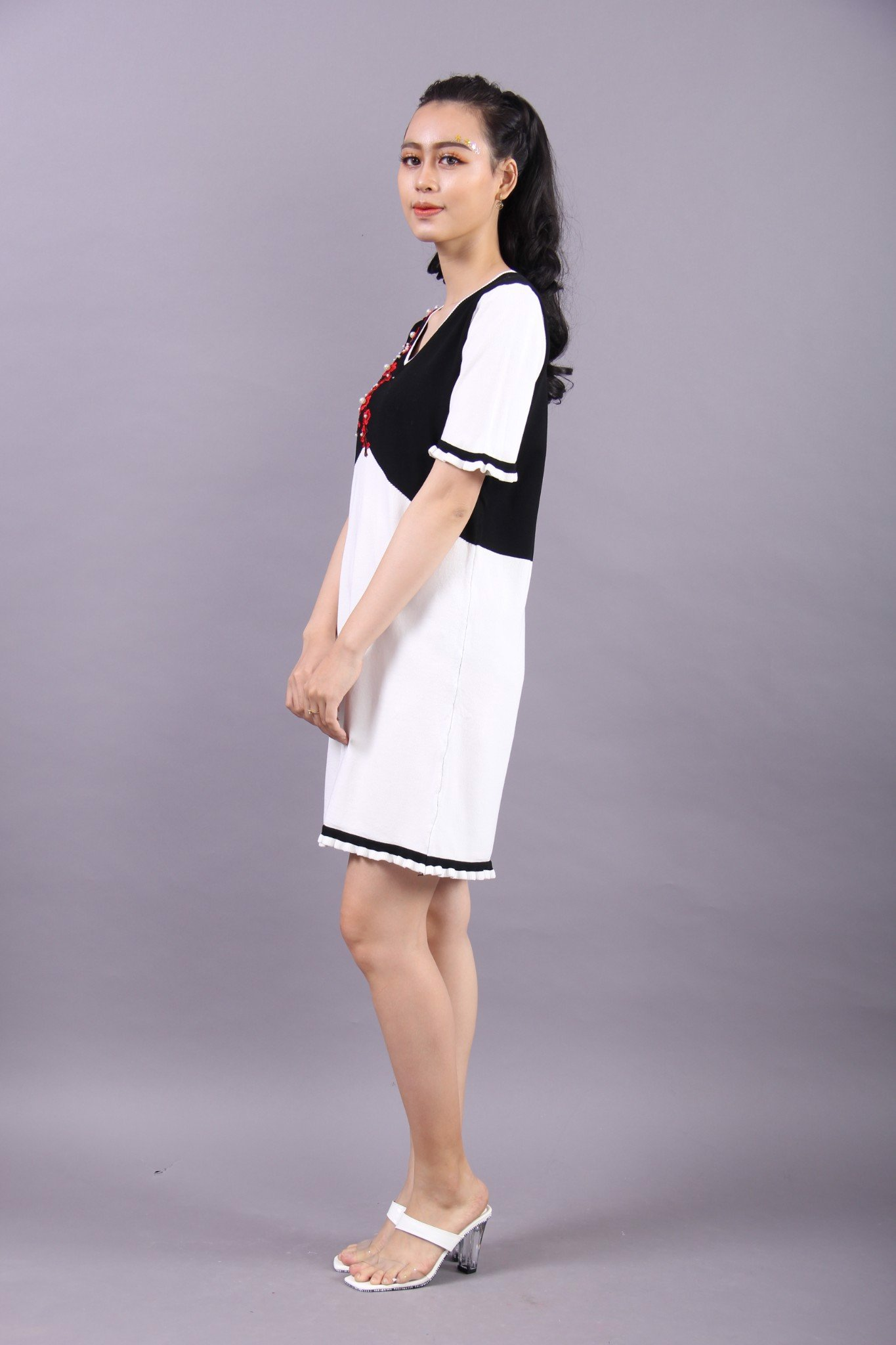 Cherry blossom brach embroidery black and white shift dress