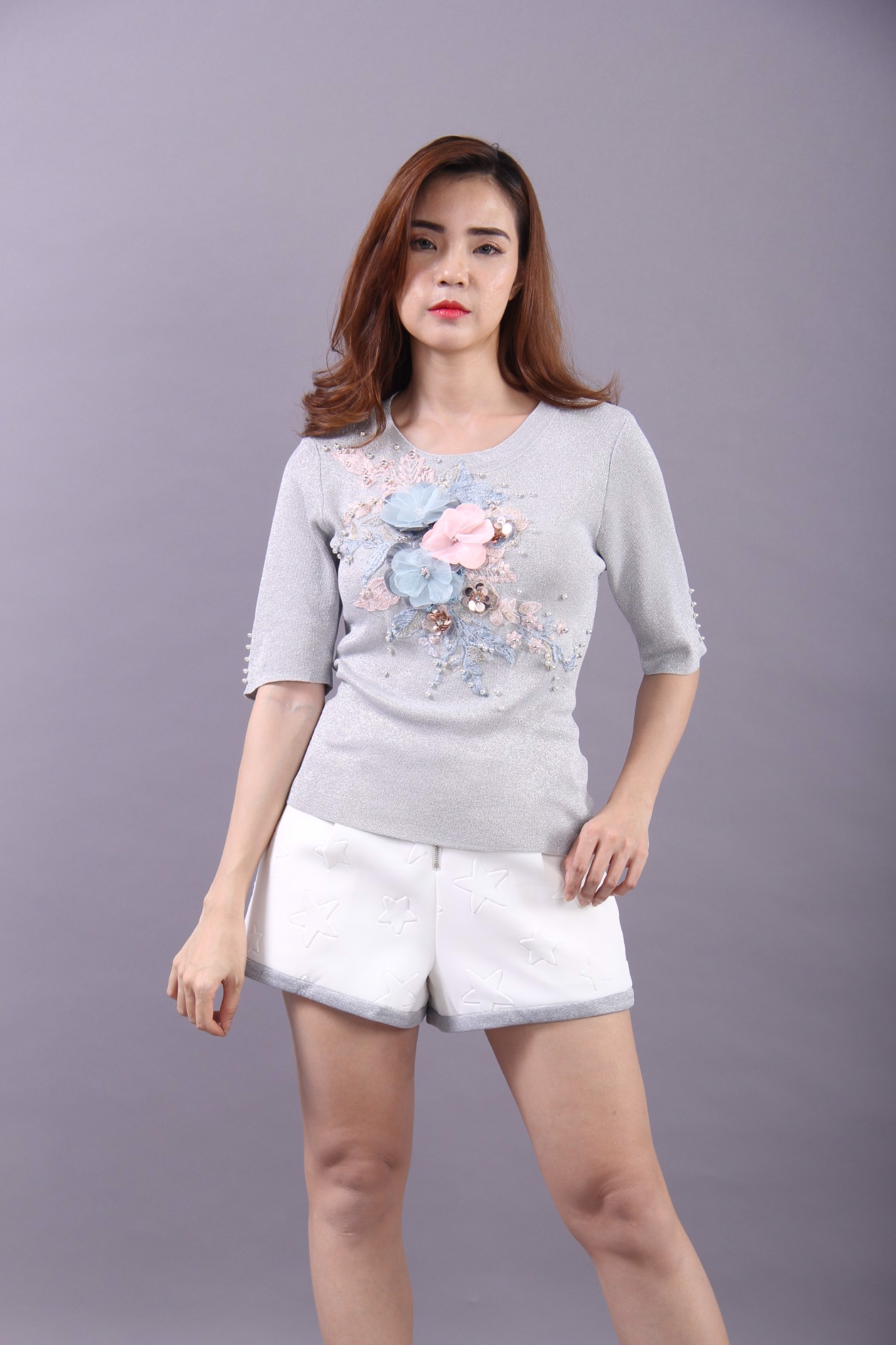 Camellia and pearls grey glitter top and white 3D stamped short