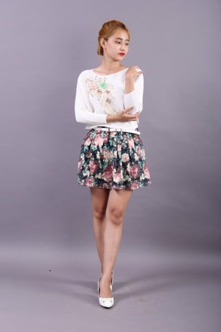 3D flowers and pearls white T-shirt and printed skirt