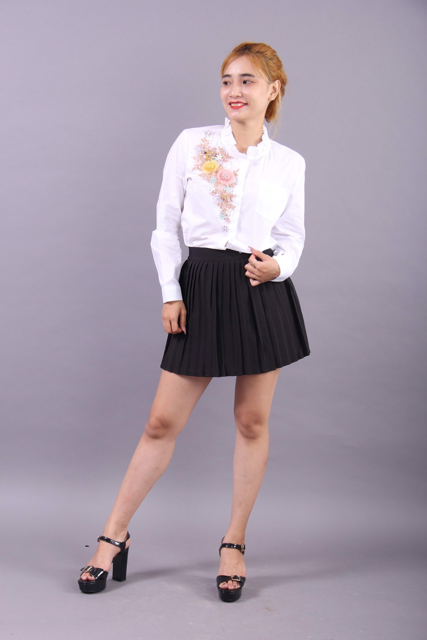 Set of 3D flowers and pearls white shirt and black mini skirt