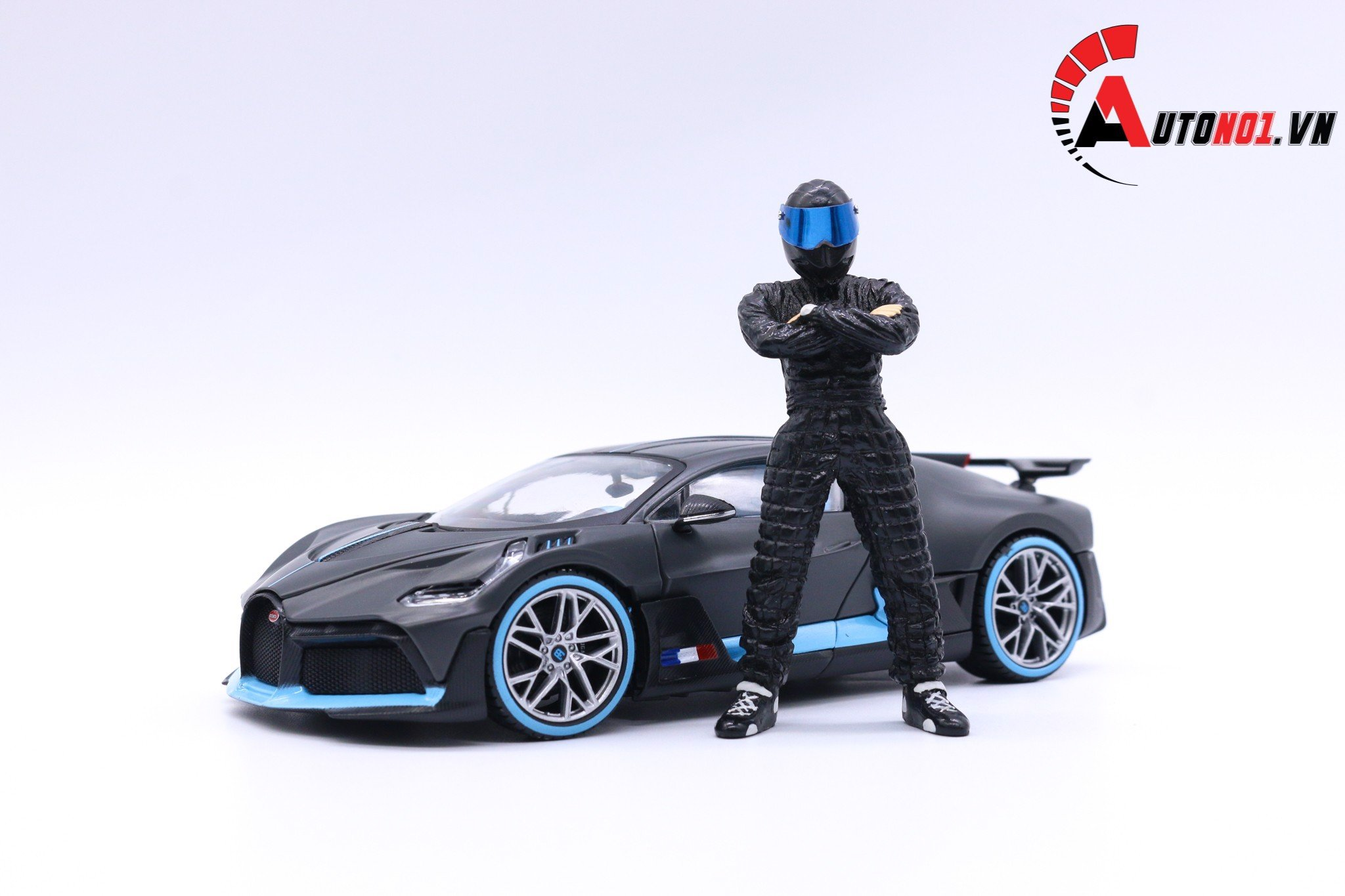 AUTONO1 STIG FIGURE BLACK 1:18 1137
