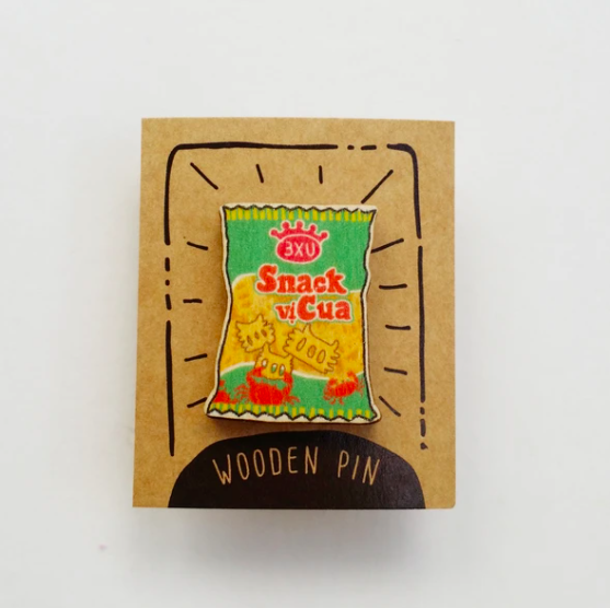 Huy Hiệu Gỗ Snack Cua - Crab Snack Wooden Pin