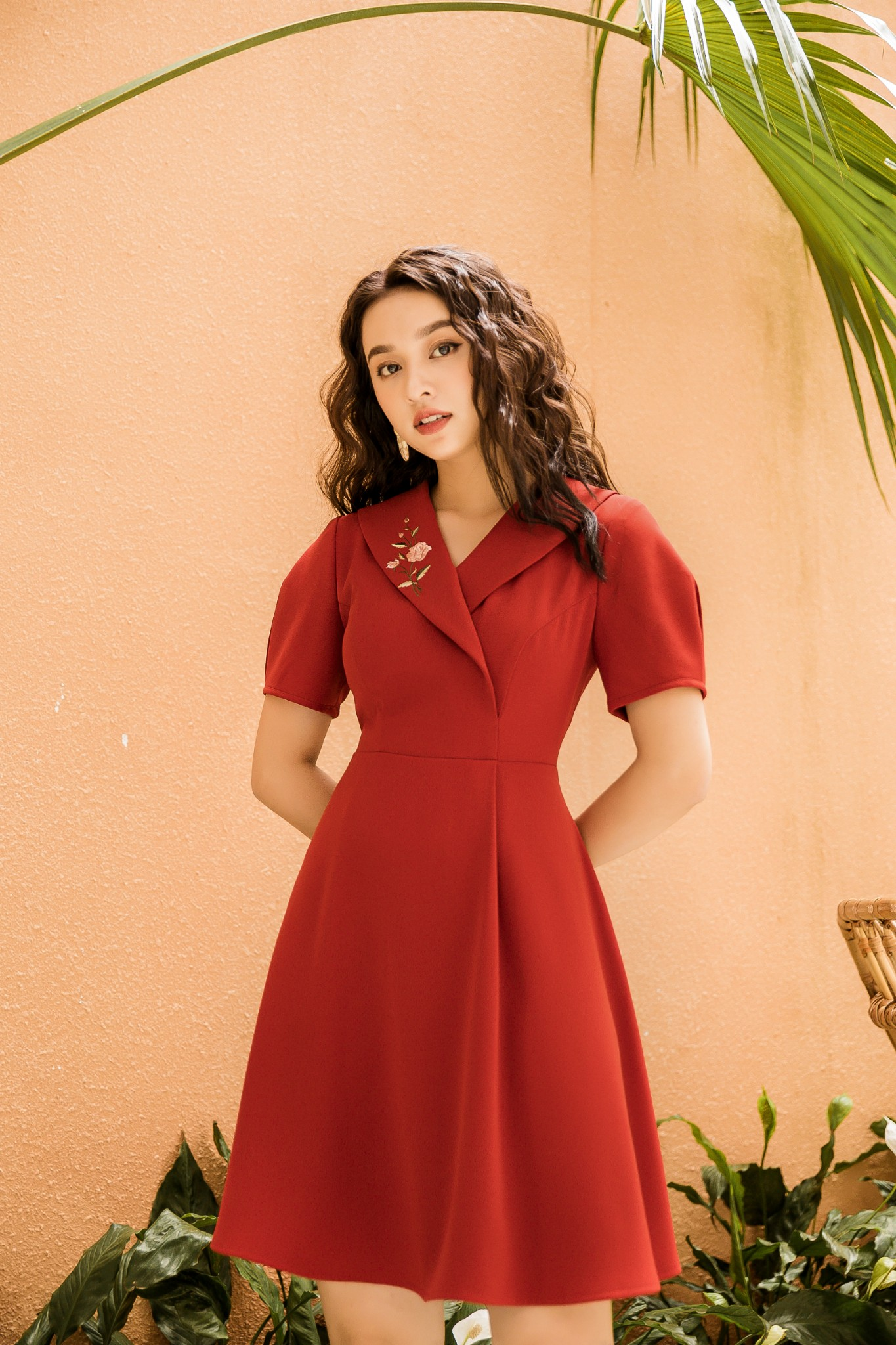 Váy Cổ Vest Thêu Đỏ