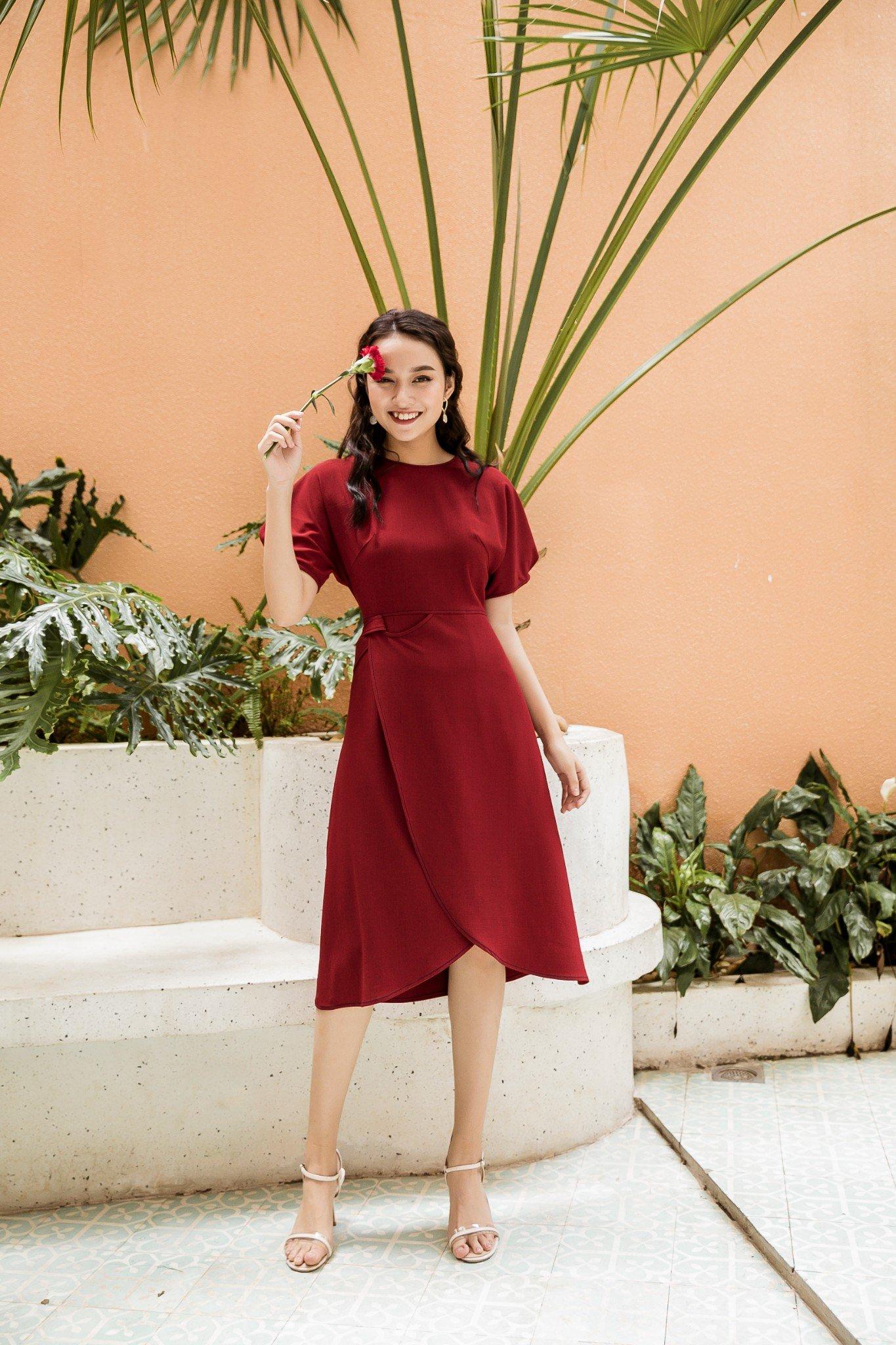 Váy Vạt Đè Xoắn Bên Đỏ