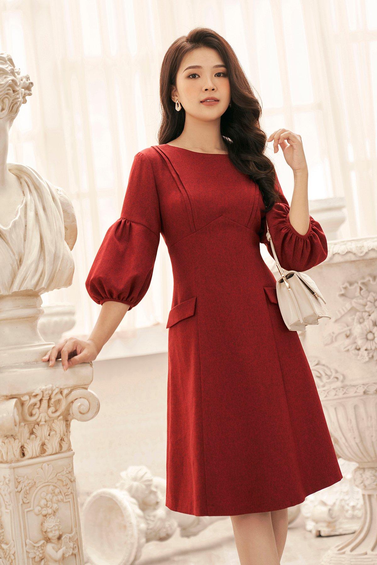 Váy cổ tròn tay bồng túi nắp đỏ