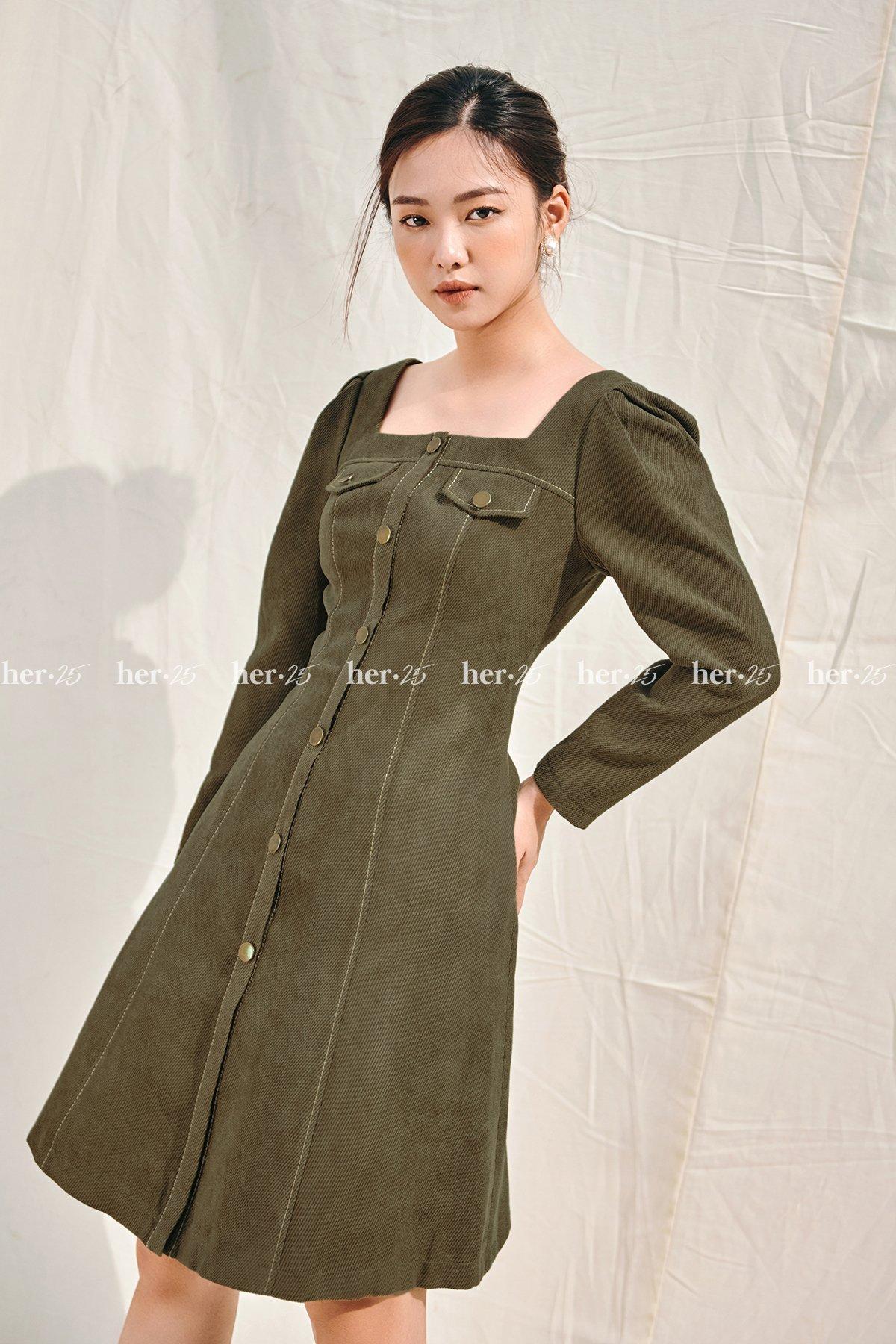 Váy cổ vuông túi ngực rêu