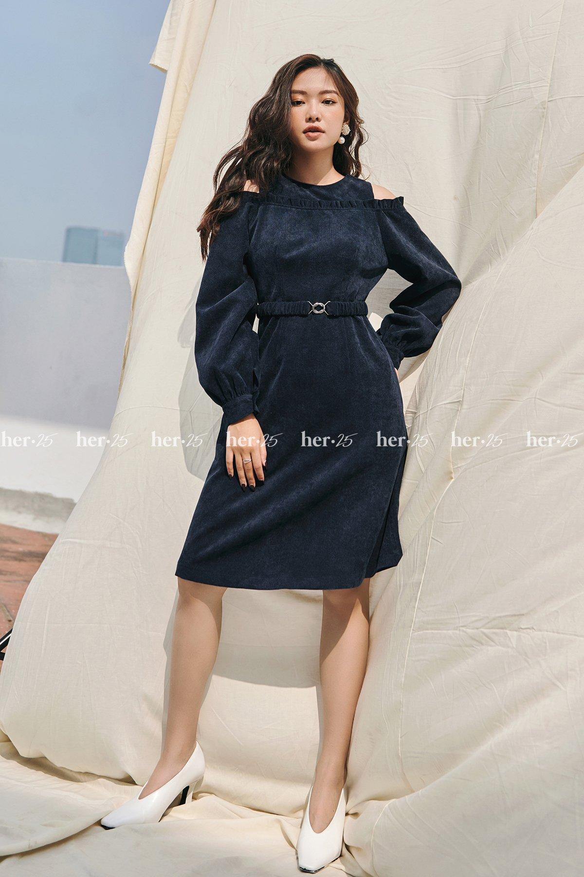 Váy khoét vai đai xanh đậm