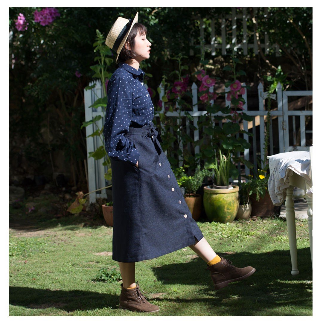 buttoned skirt in navy