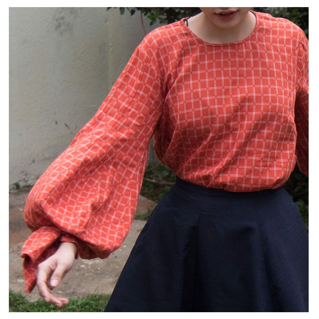 copa-sleeve top in orange with plaid