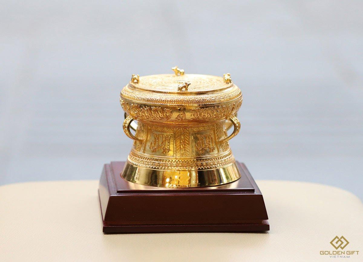 quà tặng lưu niệm đậm chất đặc trưng Việt Nam cho khách sếp người nước ngoài - Trống đồng đông sơn ngọc lũ mạ vàng 24K