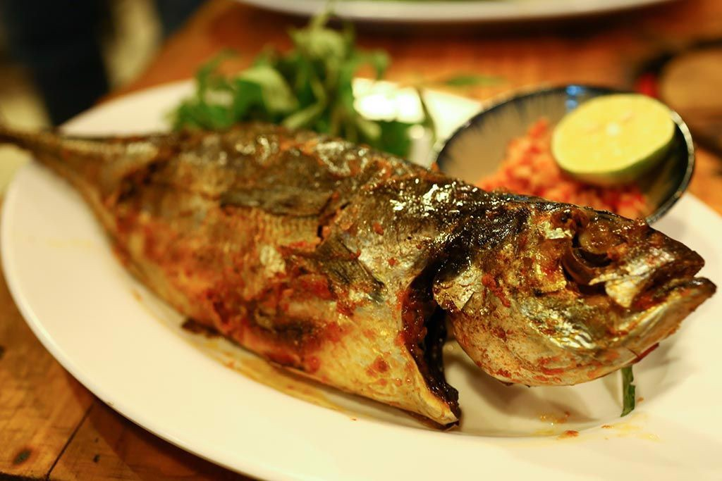 Grilled whole fresh grouper with salt & chili | Cá Song nướng muối ớt
