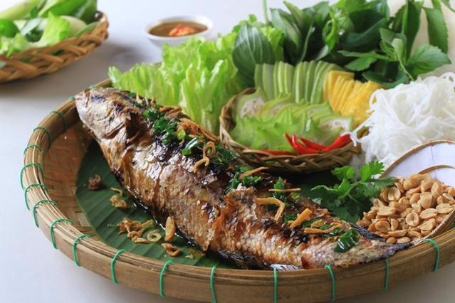 Grilled snakehead fish in country style | Cá Lóc nướng trui