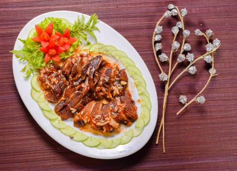 Deep fried duck with tamarind sauce & steamed rice | Thăn vịt rán sốt me