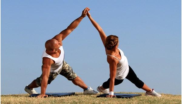 Tập yoga giúp cải thiện mối quan hệ vợ chồng 2