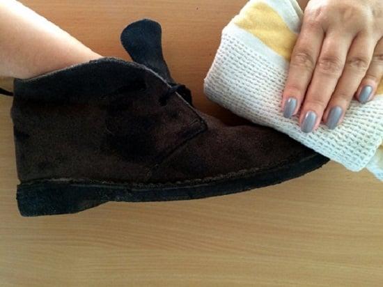 Cách làm sạch giày da lộn chỉ trong chớp mắt