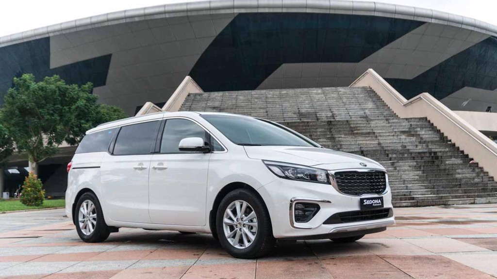 VIP transport by KIA Carnival - Sedona