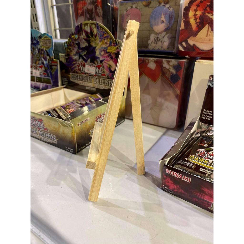 Chân đế gỗ trưng bày dành cho các loại bọc cứng bảo vệ