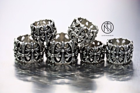nhẫn chrome hearts cemetery pave diamond  ring