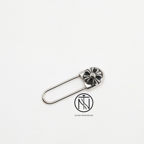 khuyên tai Chrome Hearts CH safety pin earring