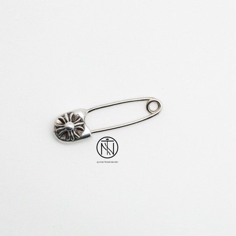 khuyên tai Chrome Hearts CH safety pin small earring