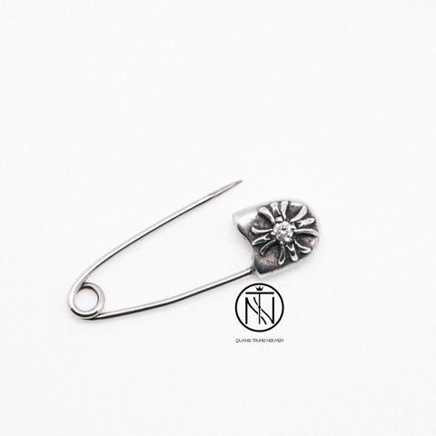 Khuyên tai Chrome Hearts CH safety small with diamond earring