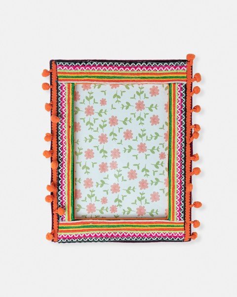 Medium Brocade Frame 3
