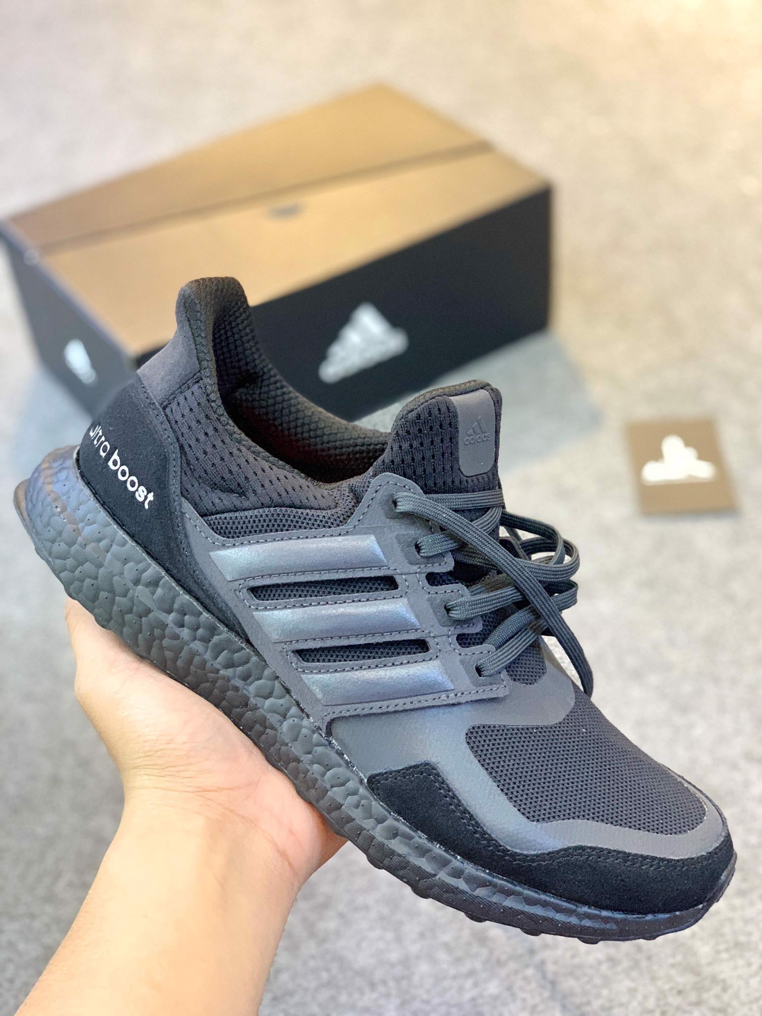 EF1361 - Ultra Boost S&L All Black Carbon