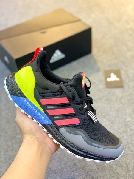 EG8097 - Ultraboost 4.0  All Terain