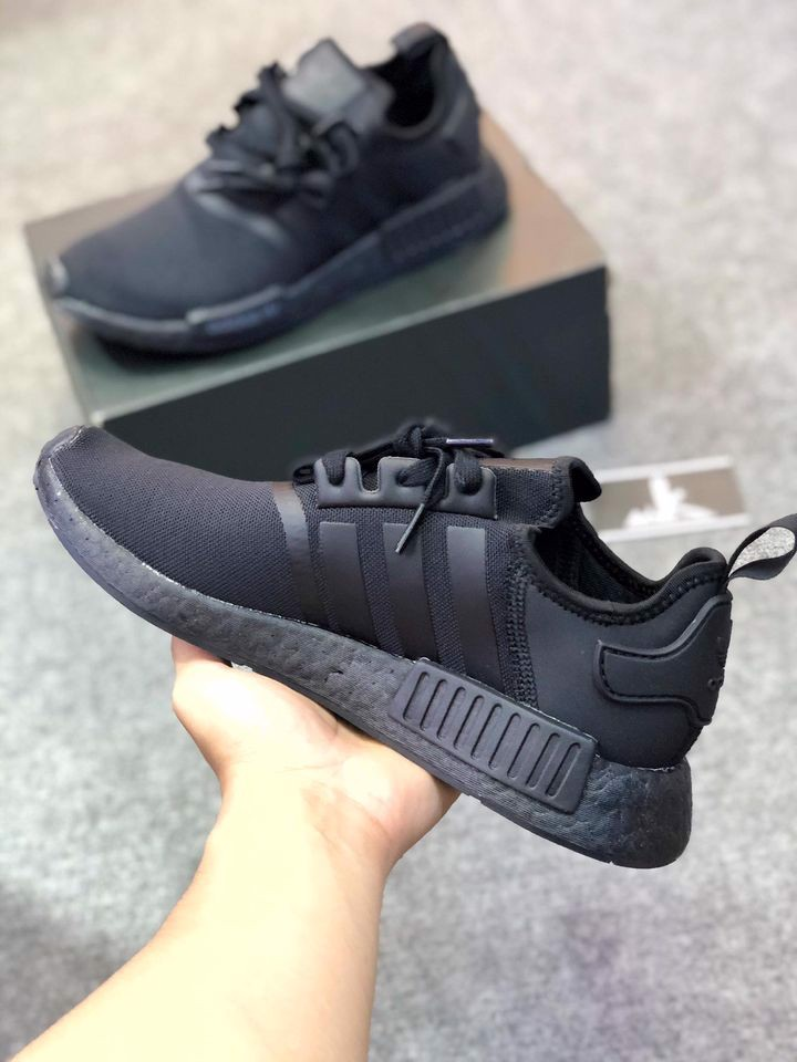 FV9015 - NMD R1 Triple Black