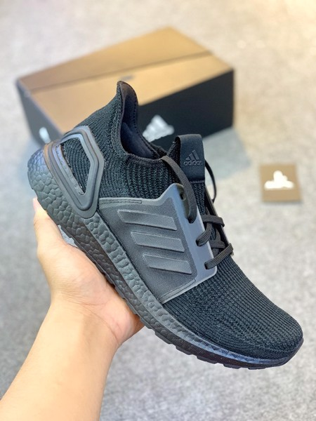 G27508 UltraBoost 19 Triple Black