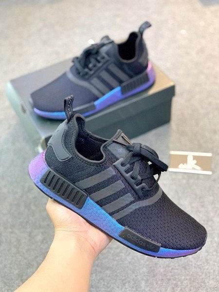 FV3645 - NMD R1 Core Black and Carbon