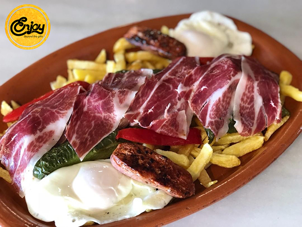 Heo muối jamón ibérico được cắt lát mỏng để ăn kèm với món khác